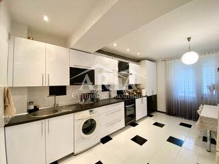 Vindem, apartament cu 2 odai , 75 m2,de mijloc, in Bloc Nou, dat in exploatare,et.7 din 10, reparat