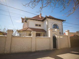 Spre vânzare o casă excepțională în 3 nivele, Sauna, Bucatarie de vara, Terasa, in sect. Telecentru!