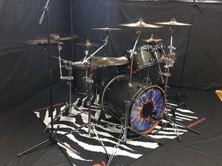 Уроки игры на барабанах!! Барабанщик группы Infected Rain