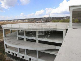 Se vinde spatiu comercial cu suprafata de 13,800 m2