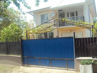Vind  casa cu 2 nivele sau schimb pe apartament la Chișinău+ bani din partea dvs. Urgent!!!