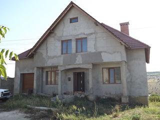 Casa data in exploatare, in preajma transportului in Gratiesti, drum asfaltat la casa,cu beci, garaj