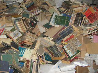 Куплю макулатуру книги, газеты, офис бумагу  дорого !!!  1,8леи/кг