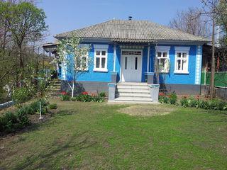 Vand casa cu pamant arabil in loc pitoresc - perfect pentru afacere sau locuit