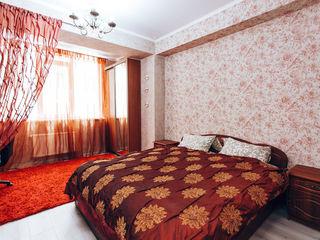 В центре в новострое сдаем 2-комнатную, 2 спальни, от 600-700 лей/сутки