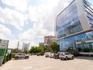 Oficiu în Centru, 360 mp, euroreparație, prima linie, 5000 € !