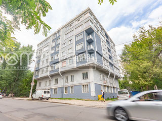 Apartment spațios -105m2,încălzire autonomă, 2 blocuri sanitare , 2 bucătării -55000euro