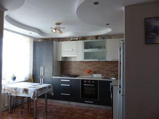 Vand apartament cu 4 camere, oras Straseni