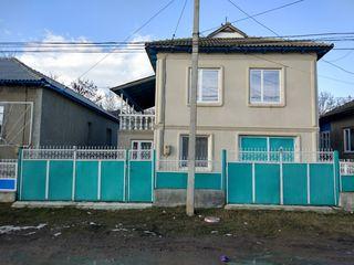 Продается 2-х этажный дом  Победа 4 , г. Чадыр - Лунга.