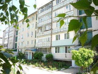 2-x комнатная квартира+подвал, 3-этаж из 5. Середина дома. Парковая зона. Возле лицея Василе Коробан