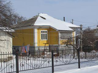 Продам добротный дом в центре г.Дрокия !