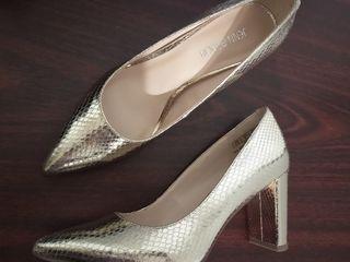 Распродаю новую обувь р-р 37,5-38-38,5-39