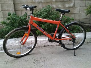 Se vînd două biciclete la prețul de 2250 lei.