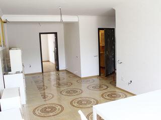 Продам  в 3-этажном доме  3 комнатную