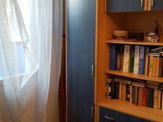 Vind apartament cu  4 odai  reparatie mobilat