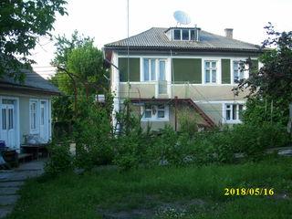 Casă cu 2 nivele, 18 + 90 ari, zonă pitorească, ecologică. 2-х этажный дом, 18 +90 соток...