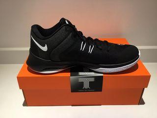 Nike Air Versitile II новые кроссовки оригинал .