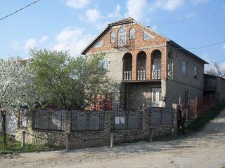 Чадыр-Лунга - продается незавершенный 2х-этажный дом