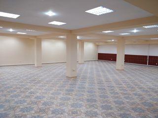 Se da in chirie spatiu comercial (220 m2) in centrul pietii din Orhei