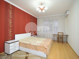 Apartament cu 4 camere în bloc nou, Centru, 750 € !