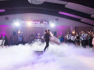 Show de lumini, fum!!! pentru o atmosfera incendiara la petrecerea dumneavoastra!