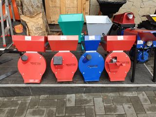 Измельчитель зерна и кормов / 240 кг / ч / 2500 W / Чугунная корзина /  (об / мин): 3000;