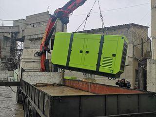 Transport national  camion cu manipulator