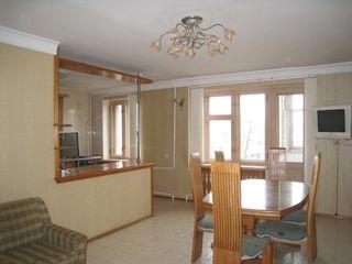Прекрасная, просторная, соединённая из двух, квартира в Одессе