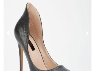 Туфли новые на высоком каблуке.