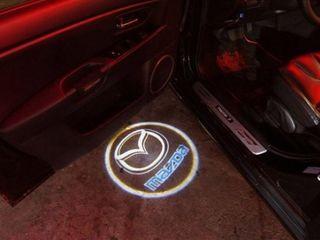 Подсветка в двери с логотипом авто (Mazda)
