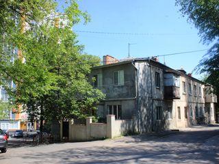 Продаем 2 комн. кв. на А. Космеску 5, около 40 лет, на Телецентре