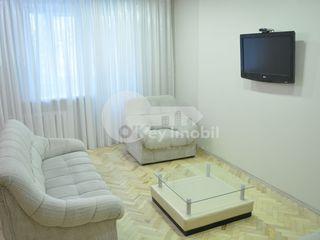 Apartament cu 3 camere, str. București, Centru, 420 € !