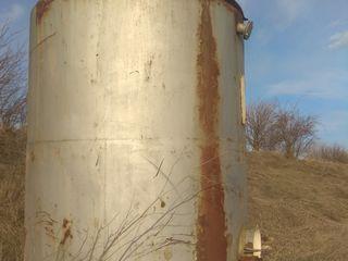 Cisternă de 14000 litri cu picioare. Este bună nu curge n-are sparsaturi.