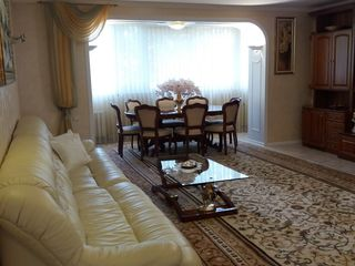 Центр, ул.П.Рареш, эксклюзивная квартира+ гараж 115000 Евро