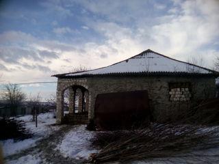 Продаю недостроенный дом.