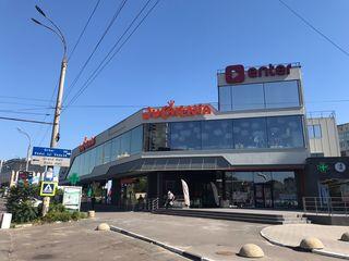 Аренда цокольного этажа в новом ТЦ в центре Кишинева