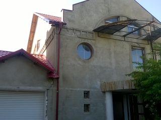 Casa in centru cu 2 etaje