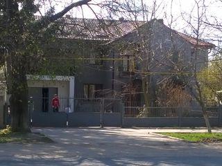 Casa mobilata cu conditii ,parc trasa ,centrala