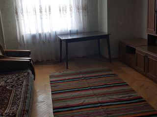 60 euro camera din apartament..unei fete !! Fara stapin!
