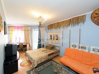 Centru, 2 dormitoare separate, bloc nou, 300 euro !