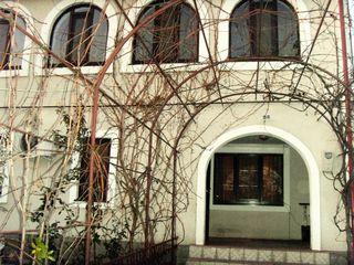 Casa la telecentru,curte mare, euroreparatie 400 euro
