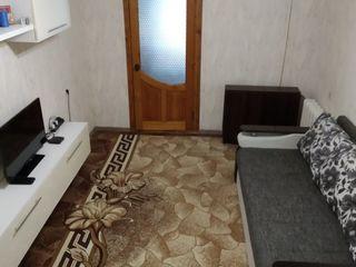 Продается с пристройкой 3-комнатная квартира 66 кв. м. Площадь кухни 14 кв. м. большая прихожая, сер