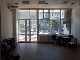 Cдаем торговое-офисно помещение 40м2 в Центре города Кишинев ! Первая линия!