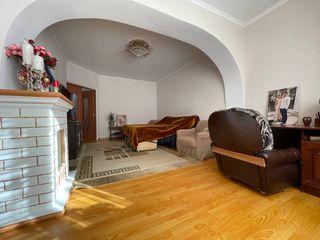 Dansicons! Apartament cu 1 cameră + living! Buiucani! Str. Liviu Deleanu!