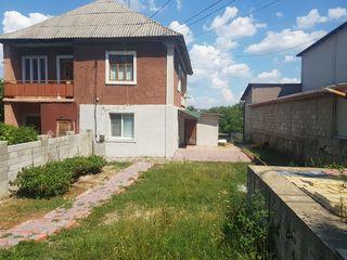 Se vinde casa pe str. Chisinaului. Autonoma. Bloc sanitar. Starea locuibila.
