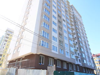 Огромная 4-комнатная квартира с 2 лоджиями и террасой почти в 50 квадратных метров. Цена застройщика