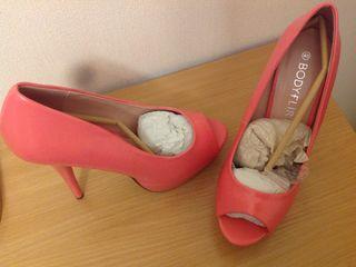 Продаются туфли новые, 40 размер, с открытым носочком.