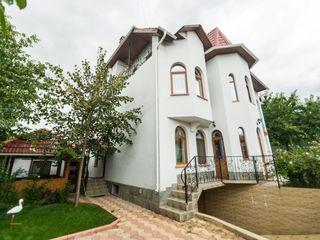 Casa,park,6camere,sauna-piscina,terasa,barbeque,max15pers; Reduceri-15 %