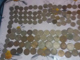 Vînd monede din ani diferiți