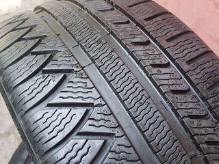 225  40  R18    Michelin